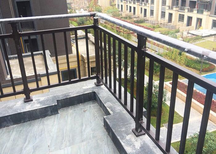 兴国商业楼盘小区锌钢阳台护栏工程案例