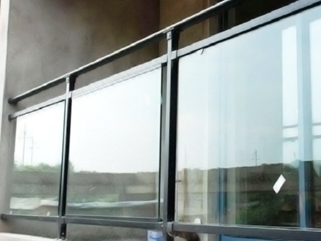 兴国铝合金玻璃护栏