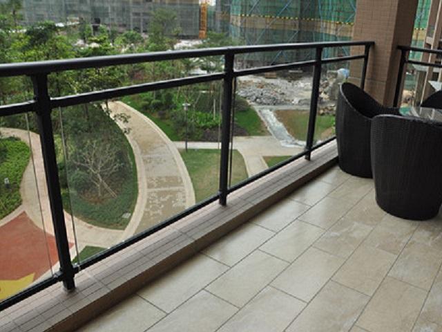 兴国锌钢玻璃护栏