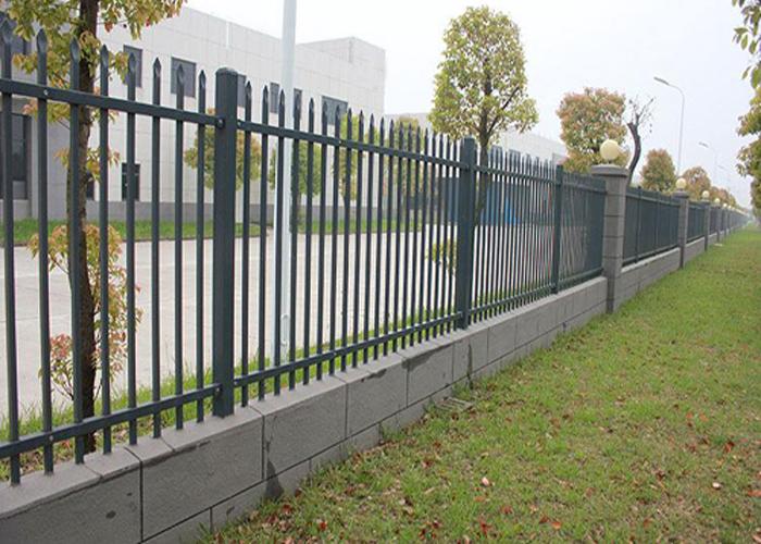 兴国工厂厂区锌钢围墙护栏工程案例