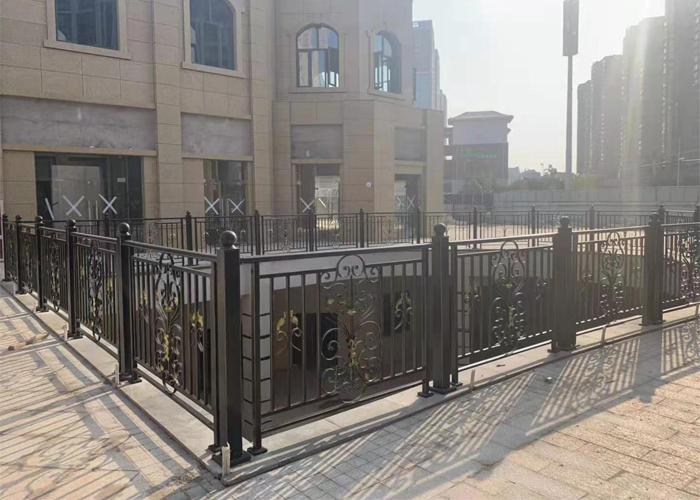 兴国商业中心商场室外锌钢护栏扶手工程案例